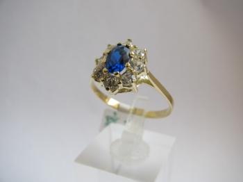 Zlatý prsten modrý safír a zirkony