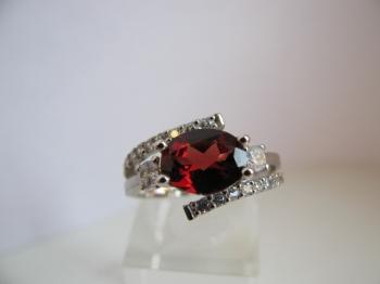 Zlatý prsten granát a zirkony